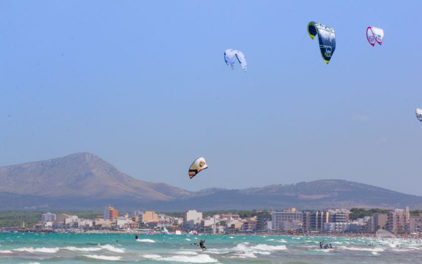 Playa de Muro kite surfing